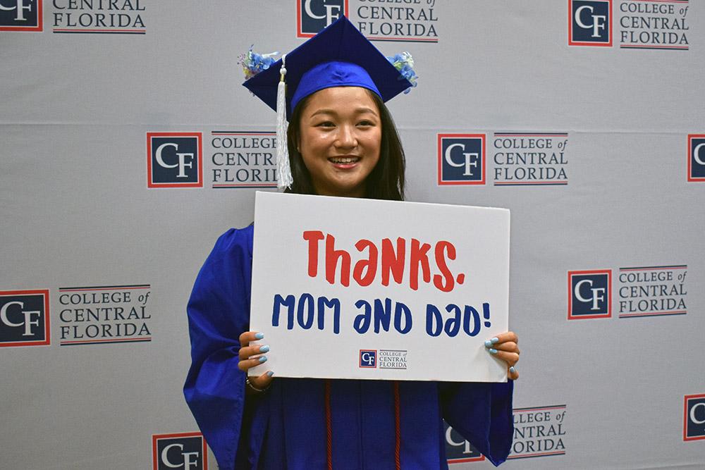 graduate saying thank you to parents